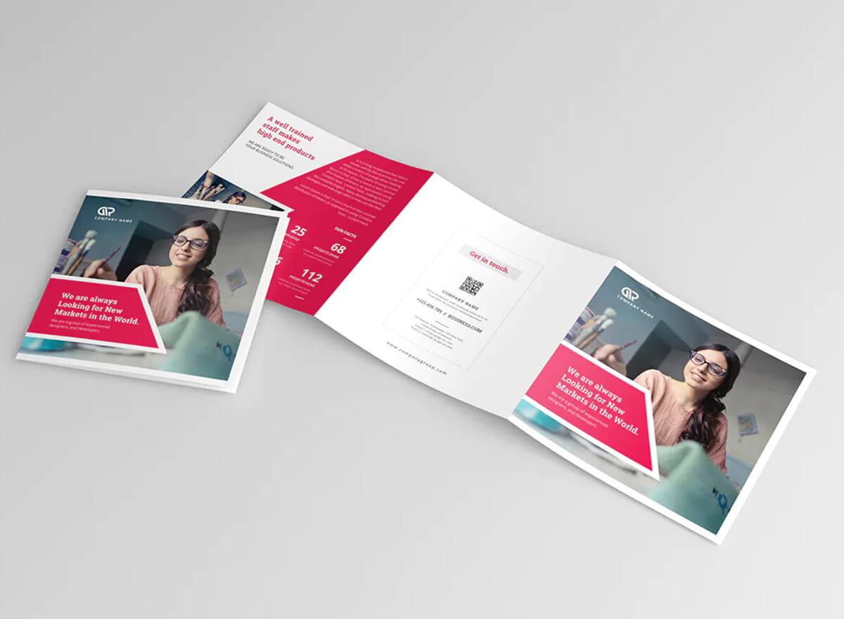 tri fold marketing brochure